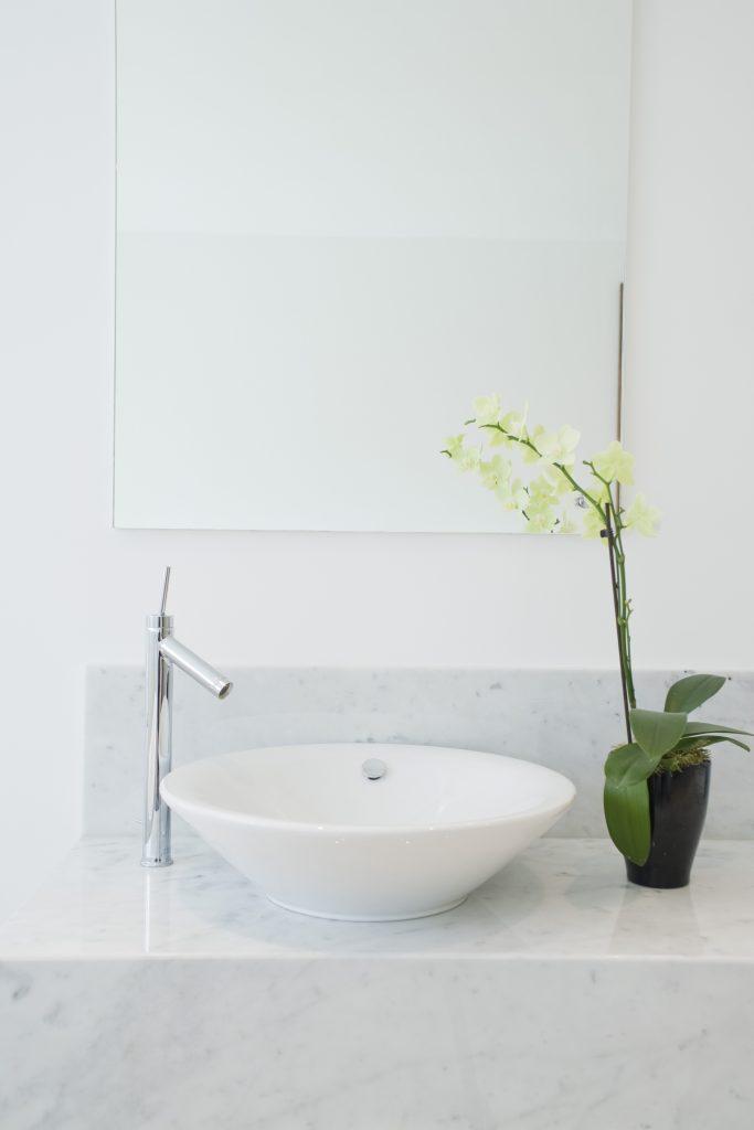 Comment faire un style zen dans sa salle de bain un - Comment faire sa salle de bain ...